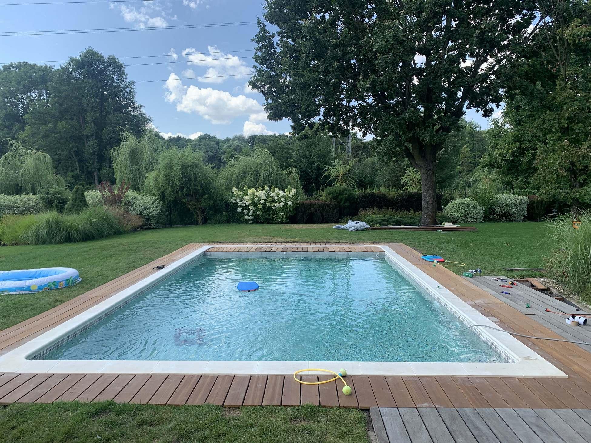 Wypełnianie basenu wodą